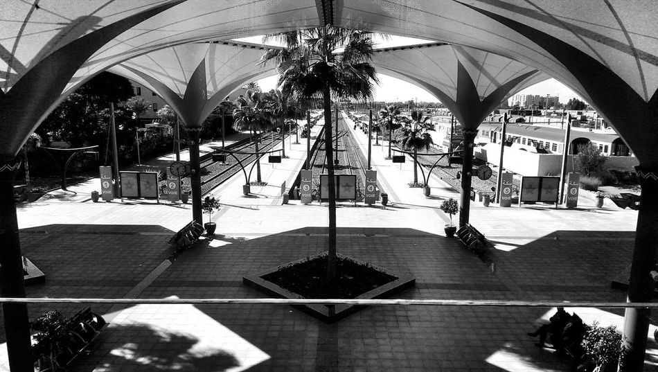 Shadow play Bnw_captures Bnw_friday_eyeemchallenge Blackandwhite Photography EyeEm Best Shots - Black + White Shadows & Lights Light And Shadow