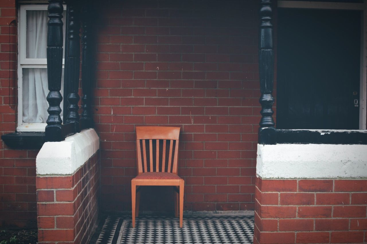 Wall - Building Feature Brick Wall Built Structure Building Exterior No People Architecture Outdoors Day Chair Minimalism Taking Photos Exploring Eye4photography  EyeEm Gallery Urban Geometry Urban Street Photography Streetphotography House