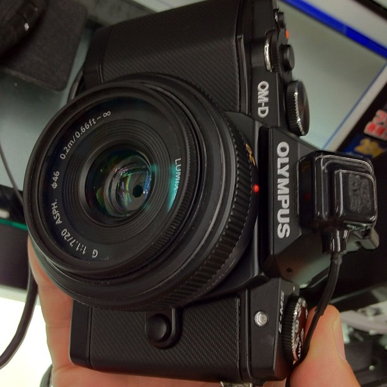 Olympus OM-Dにlumix 20mm f1.7 付けてみた