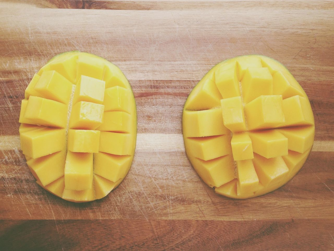yaaaay some Mango hedgehogs <3 - Fruit Yummy Eat More Fruit Geometric Shapes Precision Food Porn Awards