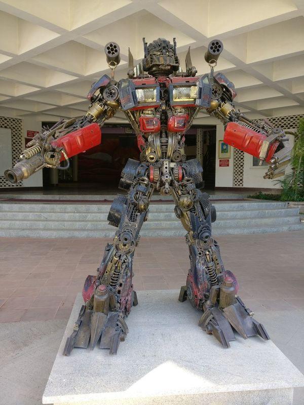 Optimus prime Architecture Sculpture Outdoors Robots!!! Minimalist Architecture