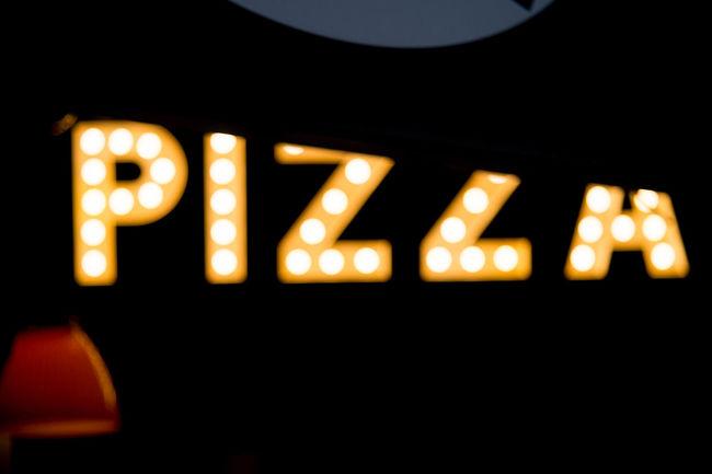 Pizza Light Enjoying Life Contrast Street Rimini Kern 75mm F2.8 Riminicentro