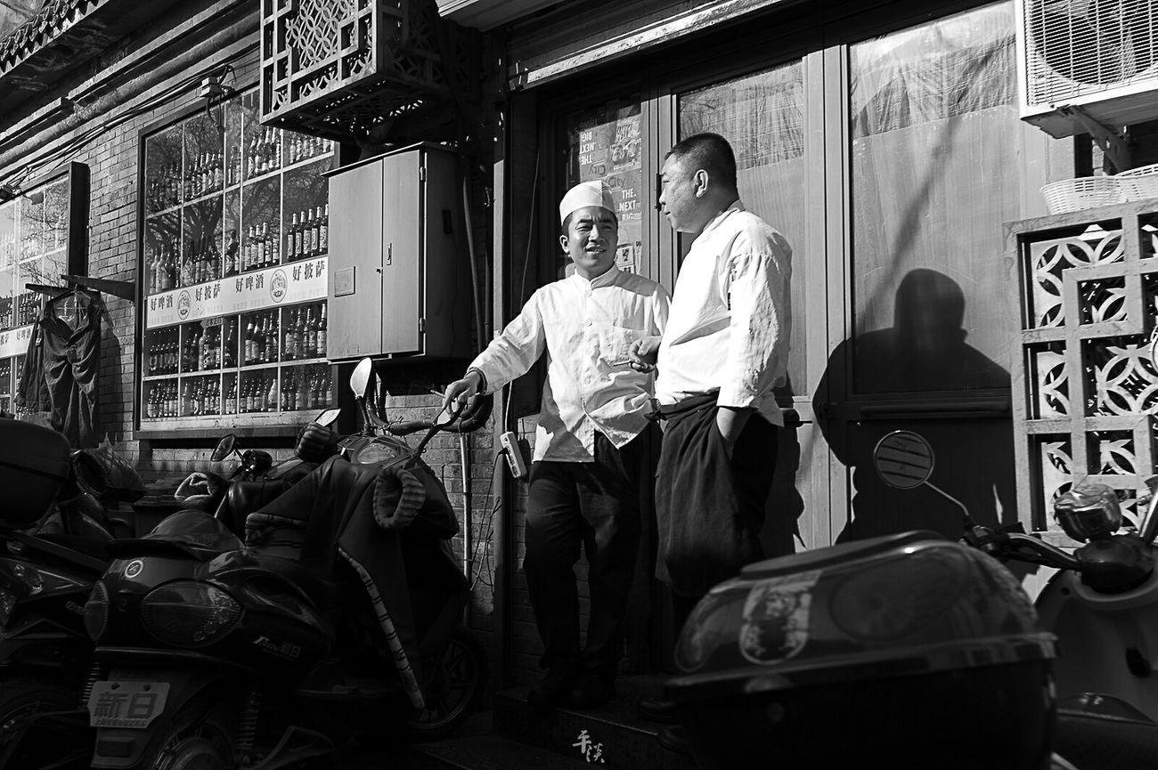 街拍 BEIJING CHINA Blackandwhite Black & White Black And White Black And White Photography Streetphoto_bw Streetphotography Street Photography Street Street Style LeicaM9 Voigtlander28mm Leica Black And White Leicacamera M9