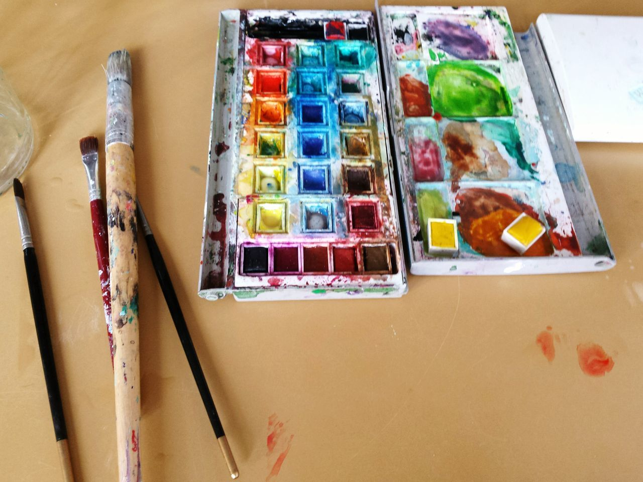 Multi Colored Paintbrush Art And Craft Creativity Palette Watercolor Paints Art And Craft Equipment Indoors  No People Colored Pencil Art And Craft Product Day Art Studio Brushes Table Art Studio Studio Shot Studio Photography Pallette Paint Palette