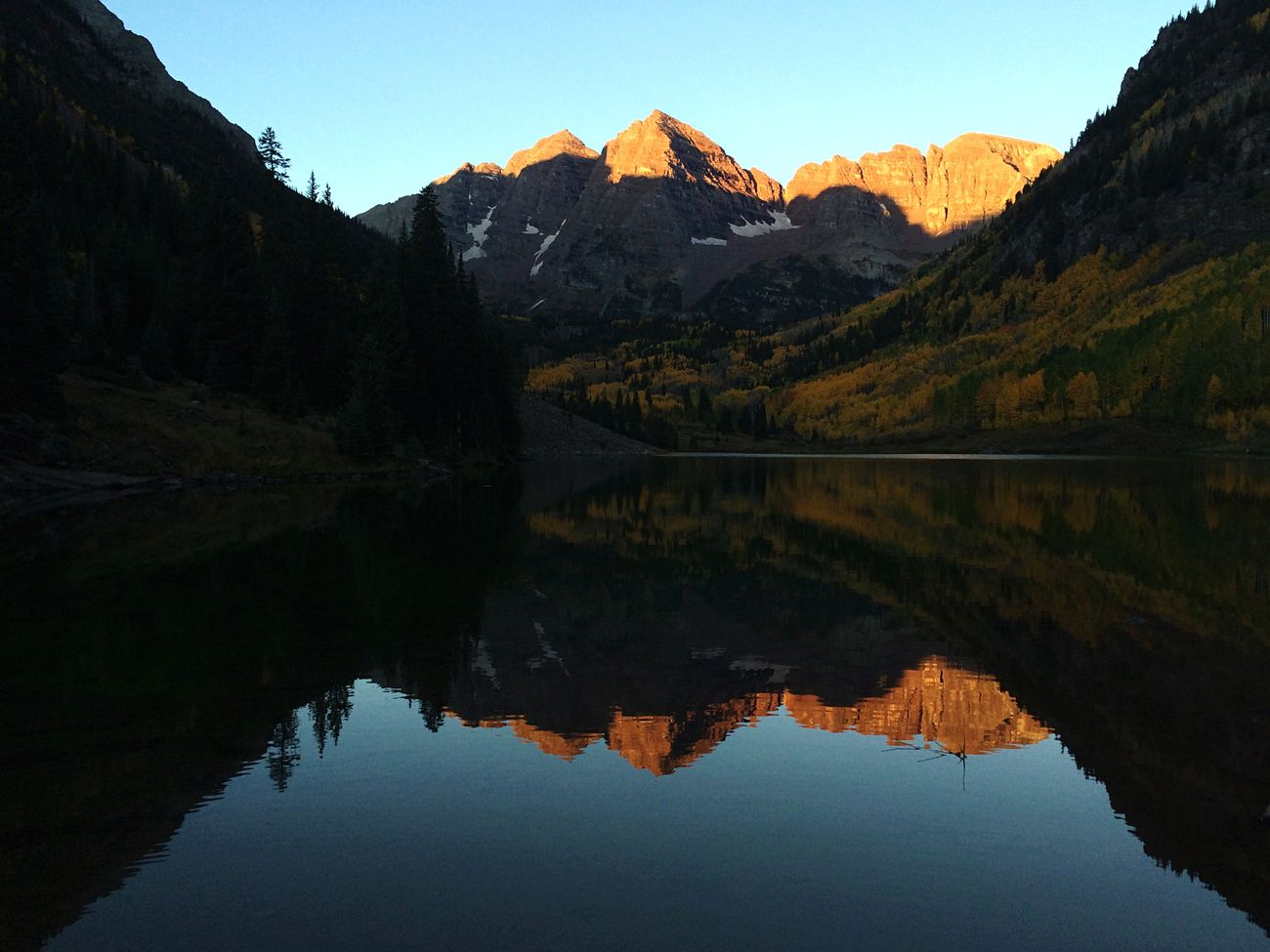Maroon Bells Maroonbells Fallcolors Colorado Scenic Lookout Landscape_photography Foliage Water Reflections Sunrise