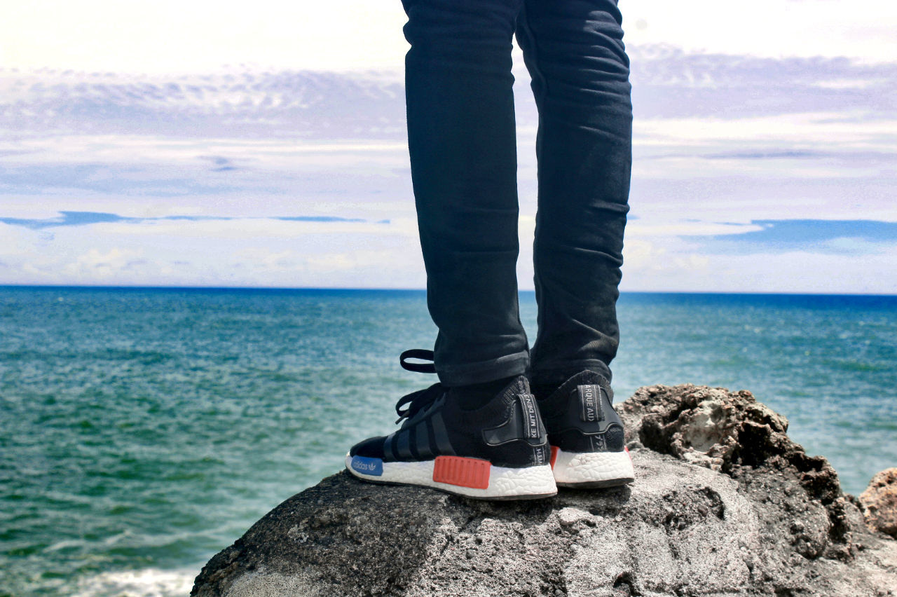 sea, water, low section, horizon over water, human leg, standing, sky, nature, one person, scenics, day, human body part, beauty in nature, outdoors, one man only, people