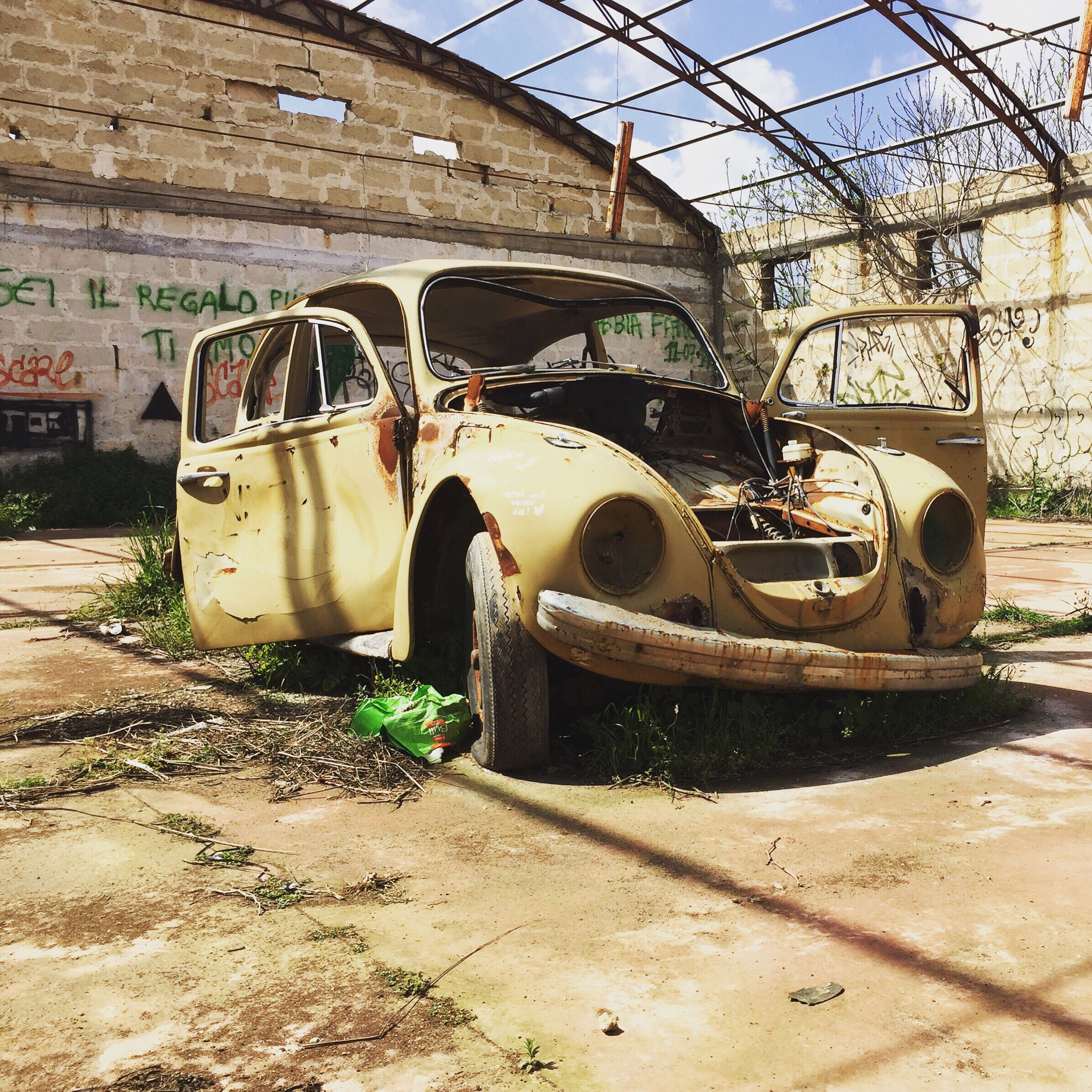 abandoned, transportation, built structure, architecture, obsolete, land vehicle, mode of transport, damaged, old, deterioration, building exterior, run-down, rusty, day, weathered, stationary, sunlight, car, outdoors, bad condition