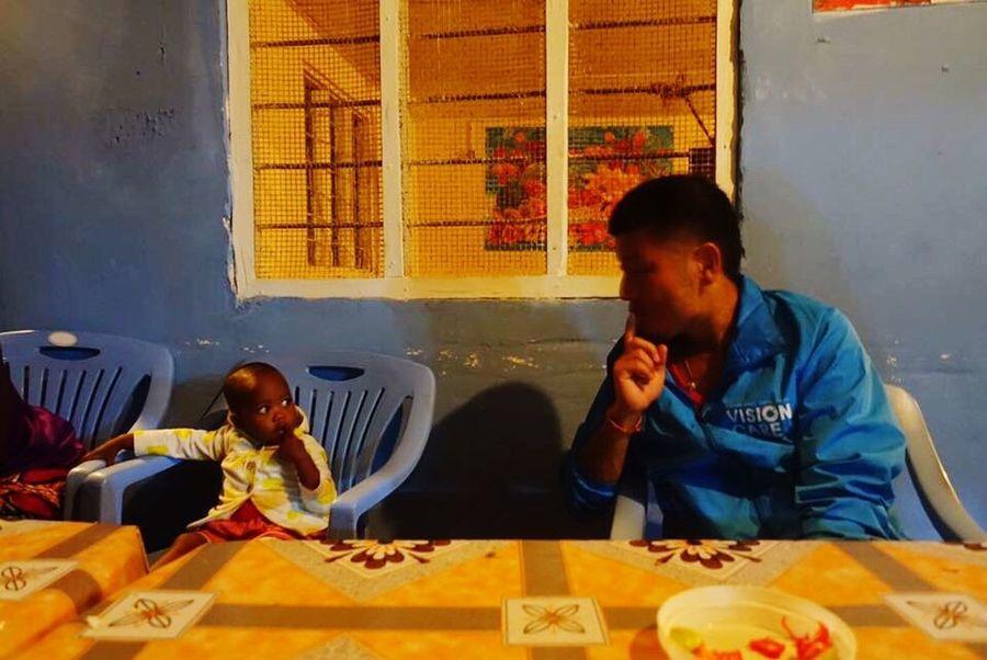 タンザニア Indoors  Sitting Two People Real People Young Adult Food Only Men Facetoface Watch World World WorldTrip Mission Child