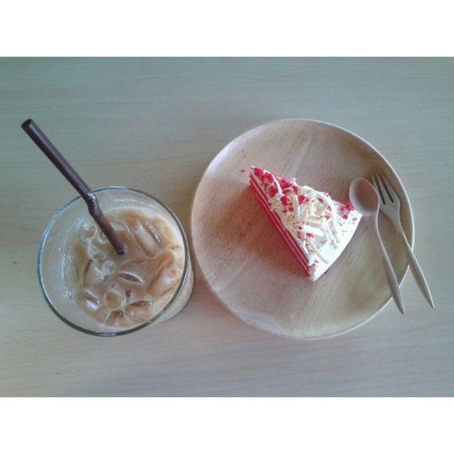 ' วันหยุดสุดขีด .. กับ Thesis ฟางฟาง >> กูจะบินได้ละะ 🍰☕📝📖💻🎬 Espresso Coffee Coffeemania Cake redvelvetcake coworkingcafe holiday