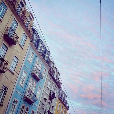 Lisbon's colors. Lisboa Colors Sunrises Sky Lookingup Finditliveit Goodmorning Latergramming Buildings Walkingaround