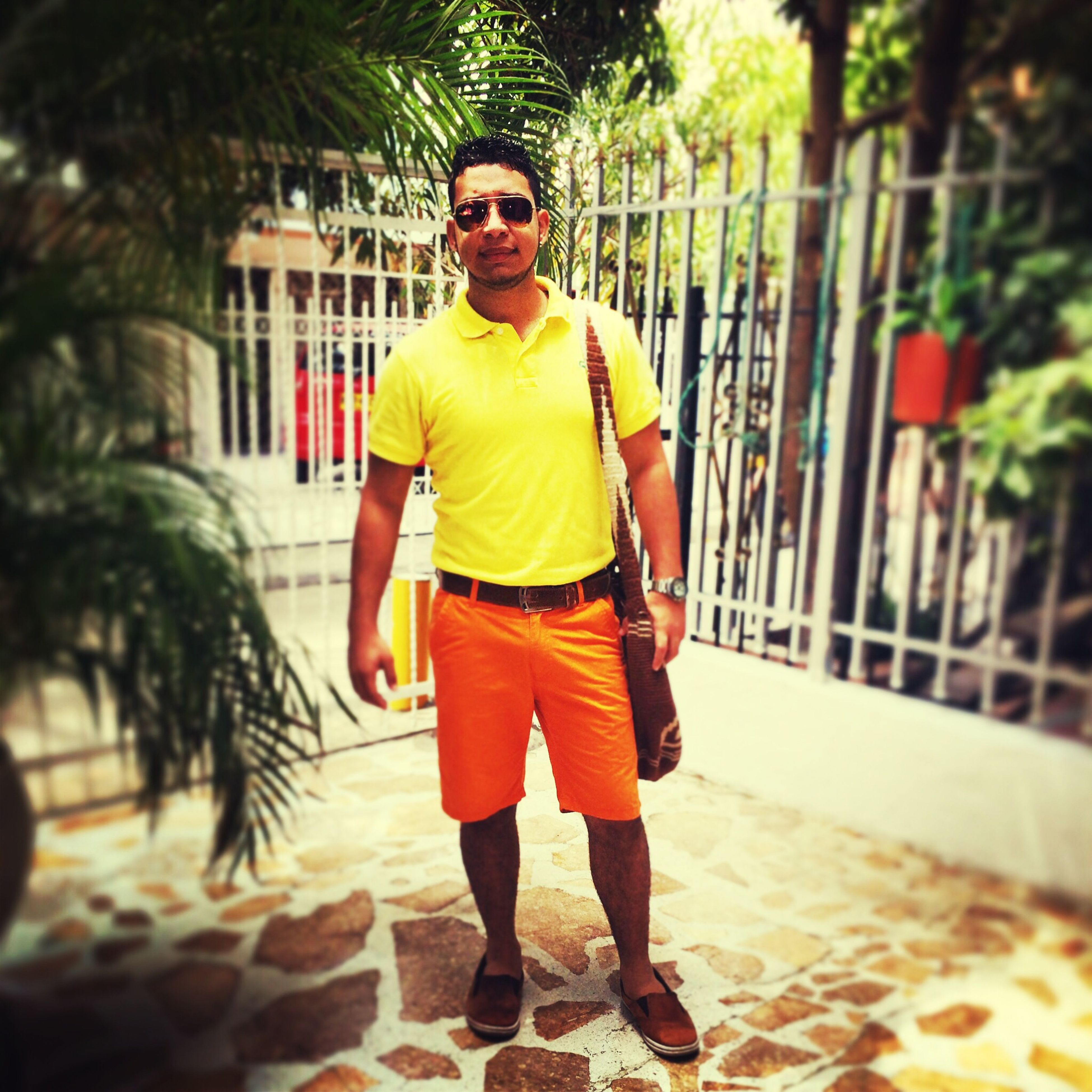 looking at camera, portrait, person, lifestyles, young adult, casual clothing, front view, full length, standing, leisure activity, smiling, young men, happiness, three quarter length, focus on foreground, sunglasses