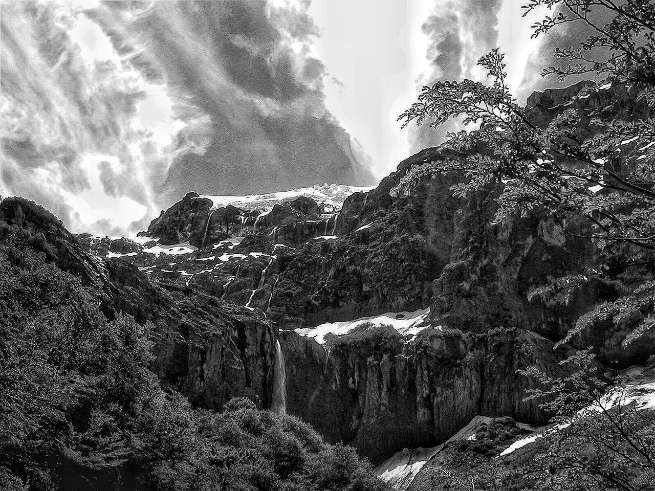 http://youtu.be/JddeyoTcs44 Cerro Tronador Enjoying Life EyeEm Bnw Somosfelices No Dejes De Soñar