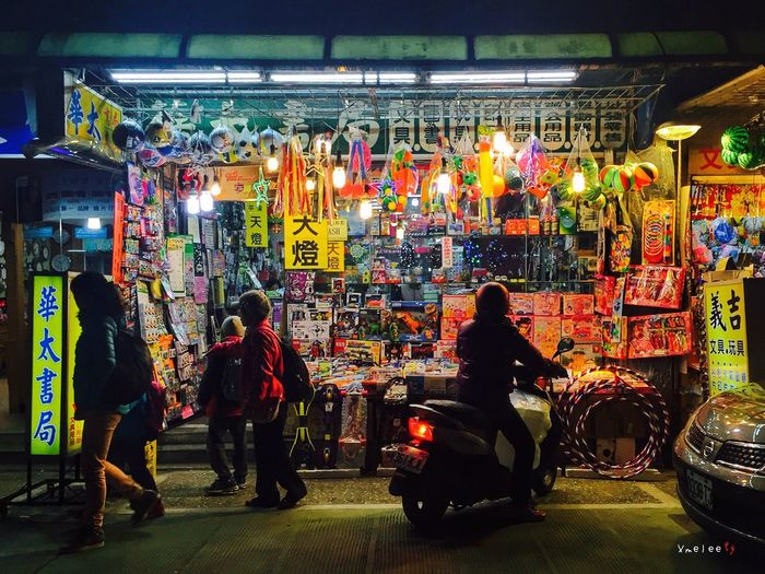 Taking Photos IPhone IPhoneography Iphonephotography Silhouette Taipei Streetphotography Light And Shadow People Store Storefront