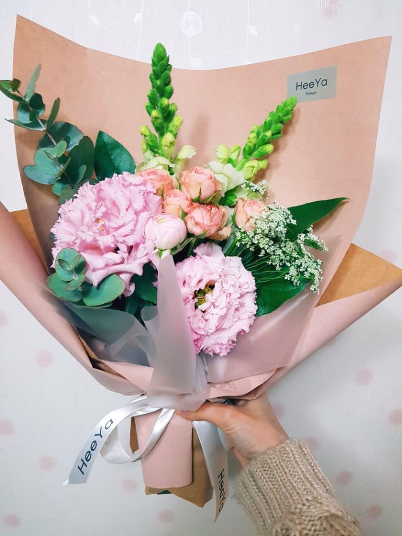 화이트데이 선물로 꽃다발..♡ 남편😙 사랑해요♥ 선물 고마워 Flower 일상 Life Daily Daily Life 소소한 이쁨 아름다움 선물받은 꽃 꽃스타그램 꽃다발