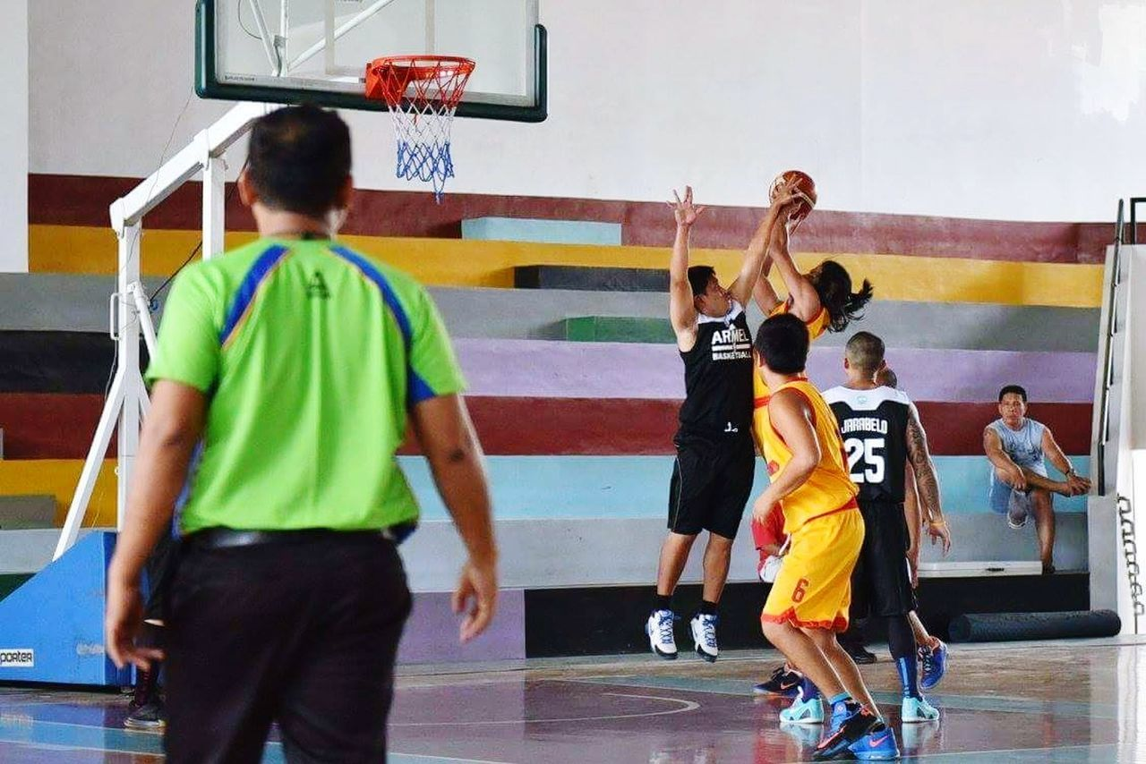 basketball - sport, sport, basketball player, basketball hoop, court, real people, playing, indoors, sports team, leisure activity, sports clothing, competitive sport, competition, full length, sports uniform, day, men, athlete, sportsman, people