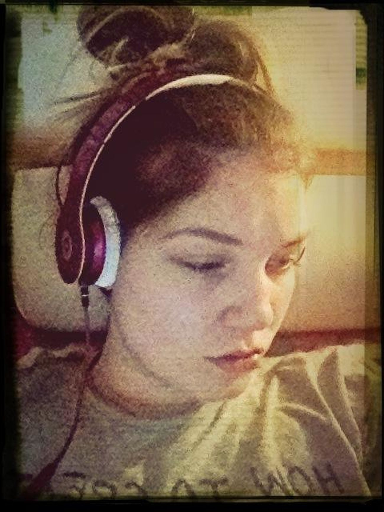 Dre Beats In Bed