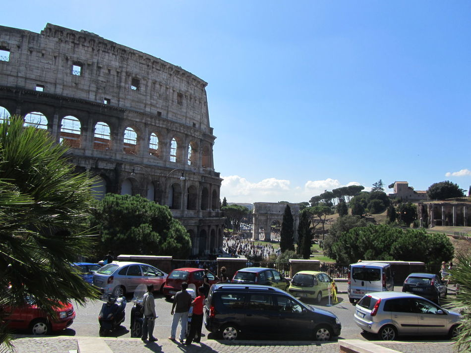 Freetime Photos Street Life Streetphotography Vacation Time Travel Destinations Where To Go Sightseing Summer Building Exterior Enyoy The Moment Italy Colloseum In Rome