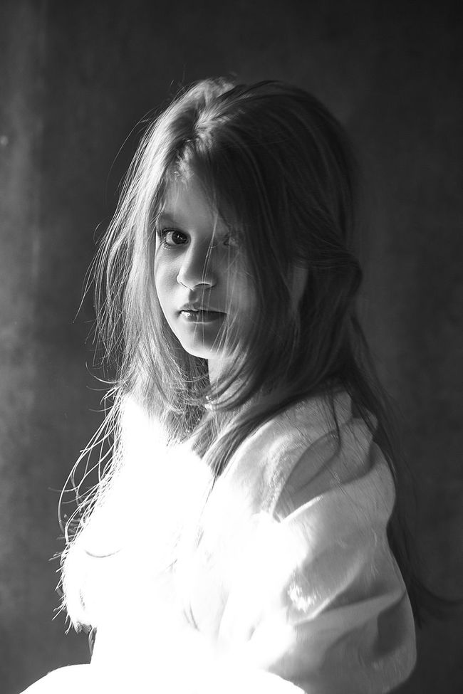 Portraits Girl Childhood Cute Portrait Human Face Young Adult EyeEm Best Shots Russia Lifestyles Canon Black & White Bw_collection Black And White EyeEm Best Shots - Black + White Monochrome Blackandwhite Bw_lover Bw_portraits Looking At Camera Darkness And Light