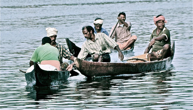 Backwaters Fishermen India Kerala Men Nautical Vessel