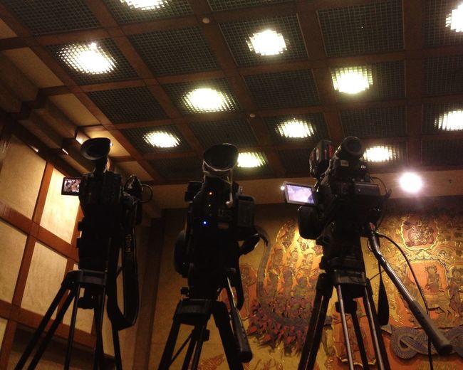 Workinging mee]Ministeroftrade]dMinistryrCamerara Photography Parlement News On TV