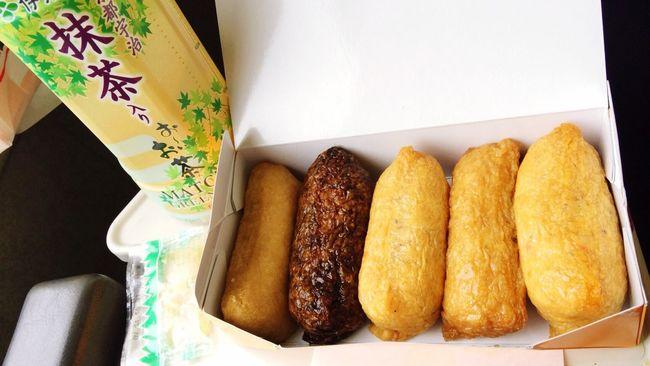 電車で長野へ。お供は差し入れでもたまに頂く豆狸のおいなりさん!右から五目、豆狸、ごぼう、黒豆狸、個人的にNo.1のわさび。 Lunch Japan Oinarisan