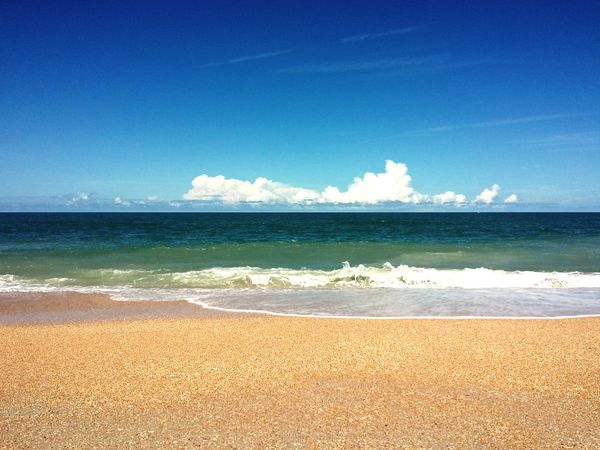 Beach Sea Sand Wave Sunny Water Summer Blue Outdoors Horizon Over Water Travel Destinations Nature No People Scenics Sunlight St. Augustine Beach Florida Florida Skies Live For The Story Place Of Heart Sommergefühle Done That. Been There. Perspectives On Nature Be. Ready.