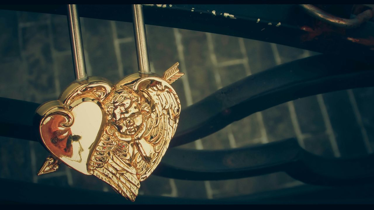 Love Cupid Lock Key Brigde EyeEm Best Edits EyeEm Best Shots EyeEm Gallery Danang Songhan Vietnam EyeEm Eyeemphotography Showcase June Eyeem Photography Yellow