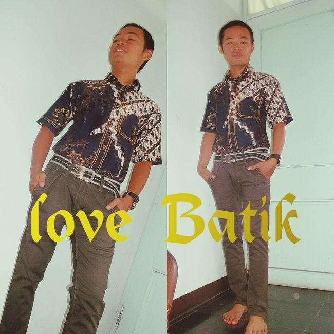 Batik is the traditional clothing of indonesia.the java island in particular...love batik Hanging Out Traditional Costume Colours Of Indonesia Batik Indonesia