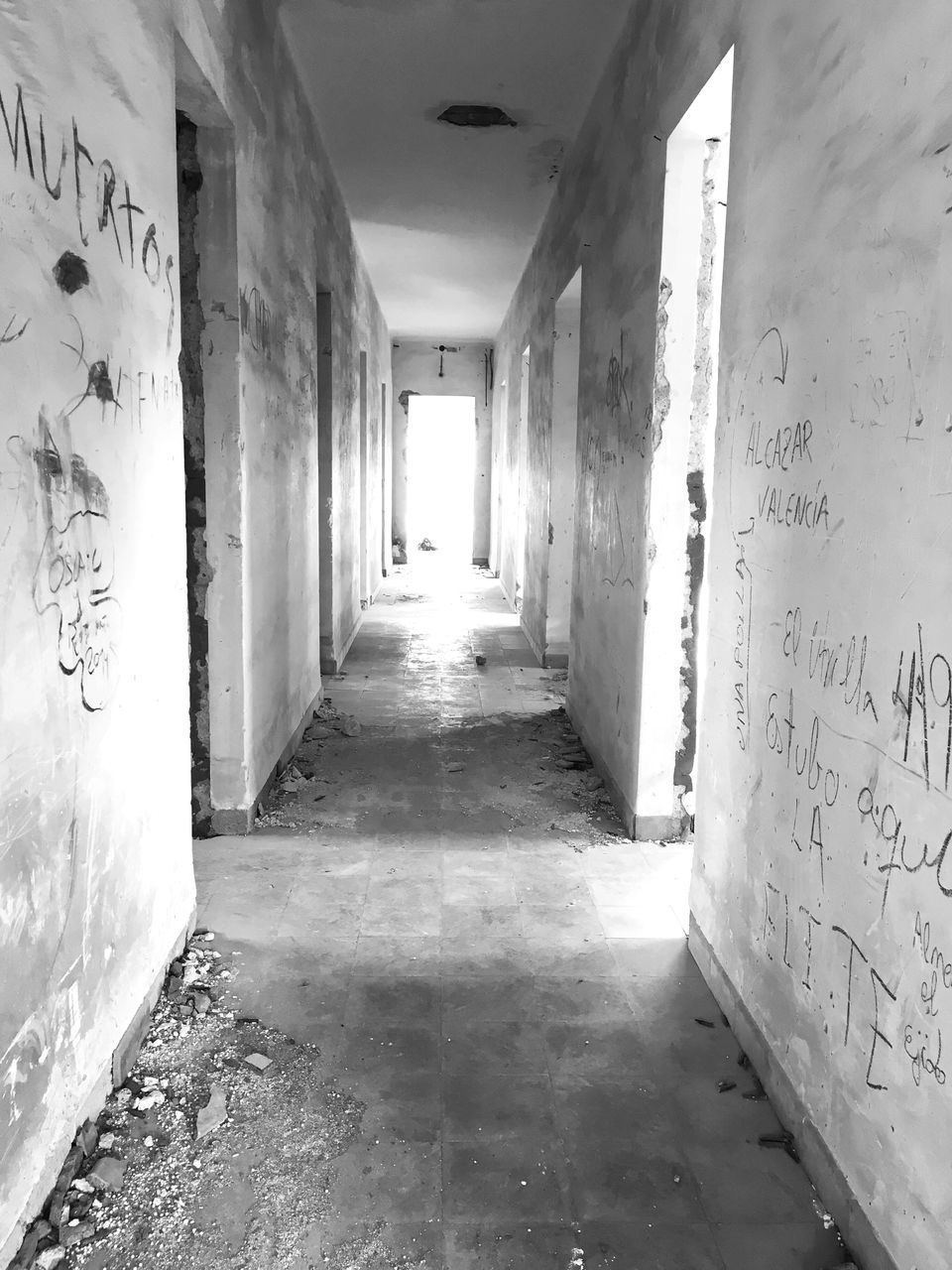 corridor, the way forward, indoors, empty, architecture, built structure, no people, day
