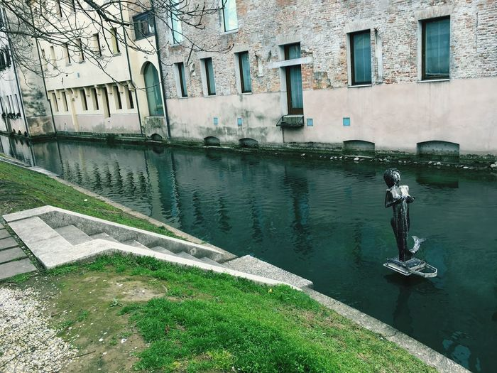 Sculpture On Water Treviso❤ Italy❤️