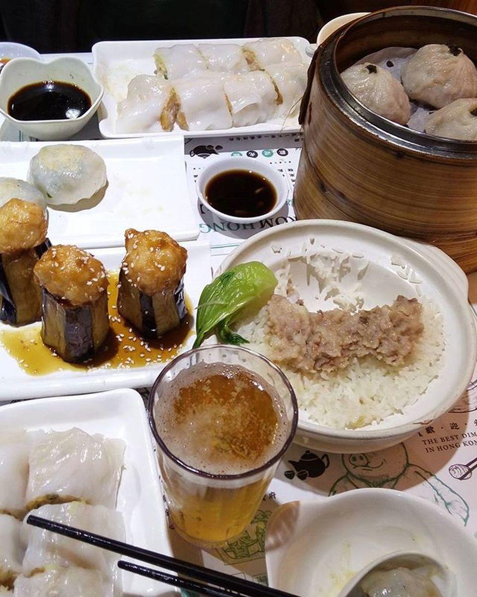 """からの前職の後輩と香港で飲茶とビールw →からの友達とビールアゲイン🍻🍻🍻 """"香港来て一番美味しいっ""""""""上海とちがって香港好き""""らしいです~w 後輩 あれから1年 激動 変化 おしゃべりとビール とまらない ワインめっさ飲んできたあとに Beer 飲茶 Dimsum 腸粉 体冷やすメニューだけど今日は特別 お腹いっぱい だけどまだ飲みたくて仕事終わりの友達と ビール Jordan Olympic 香港"""
