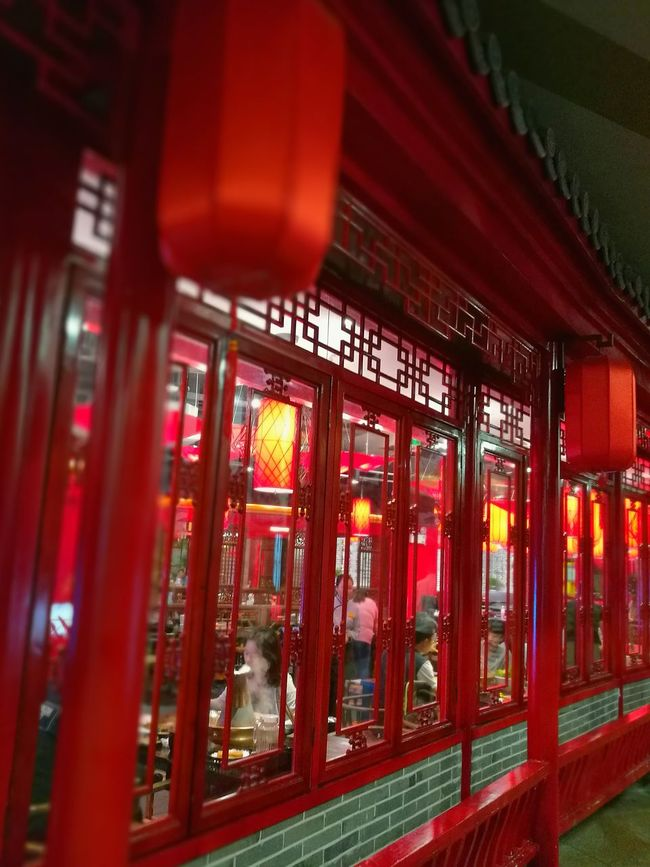 Red in red @ Nanjing Illuminated Red Color Asianstreets Battle Of The Cities ASIA EyeEm China HuaweiP9 Looking Up Leica Lens Art Is Everywhere Wanderlust Wandering Around Aimlessly Nightphotography Restaurant Art Nanjing.China Leica Lenses Travel Destinations EyeEm Gallery Travel Photography Battle Of The Cities