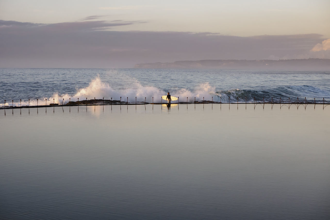 Horizon Over Water Lifestyles Morning Light Non-urban Scene Reflection Surfer Tranquil Scene Water