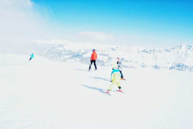 Skiing Skiing ❄ Family Minimal Snow Taking Photos Hanging Out Mountain View Cold Days Winter Mountain_collection Alpine Inthesnow Skiingislife Skiingday The Great Outdoors - 2016 EyeEm Awards