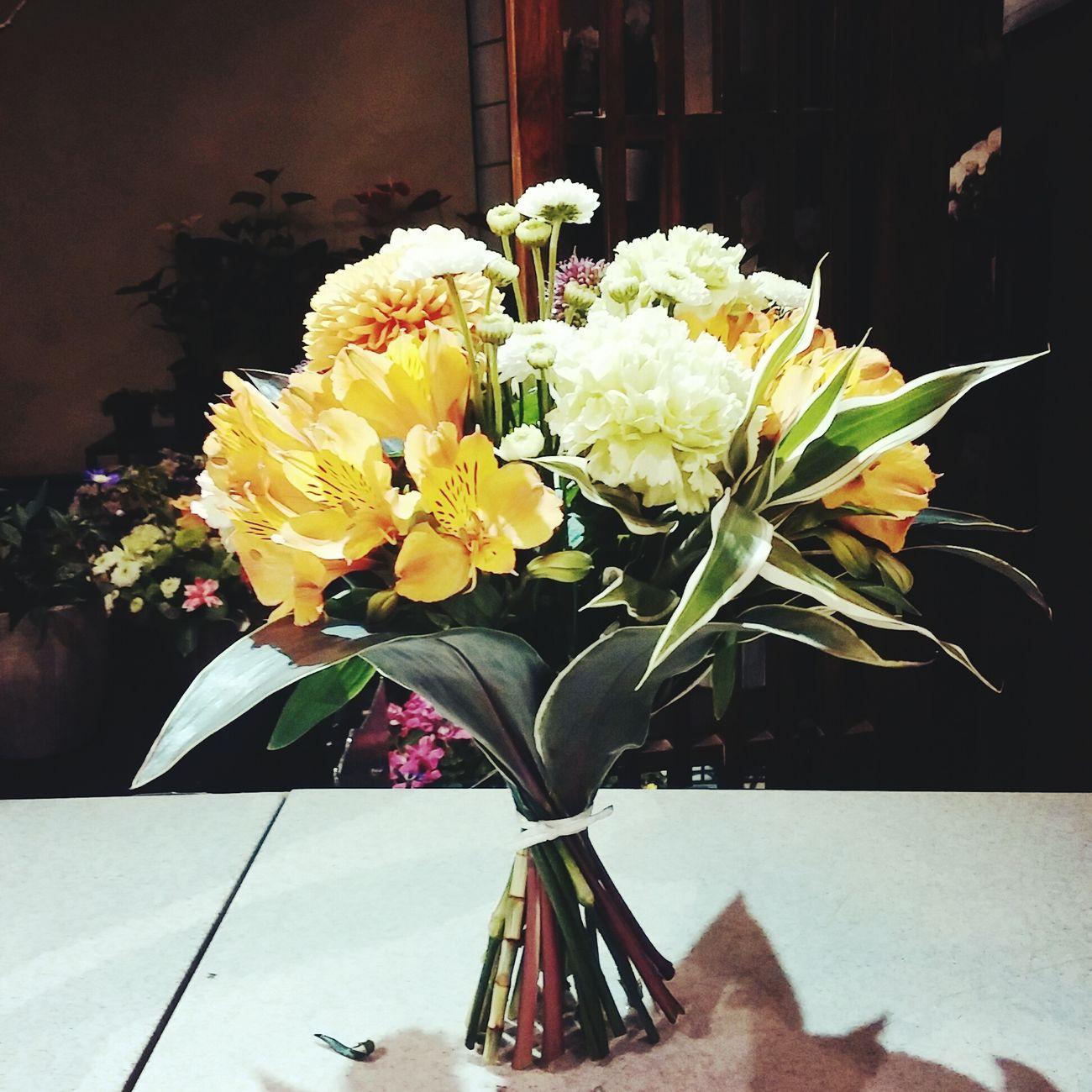 Flower ラウンドブーケ Happy Japan 花束