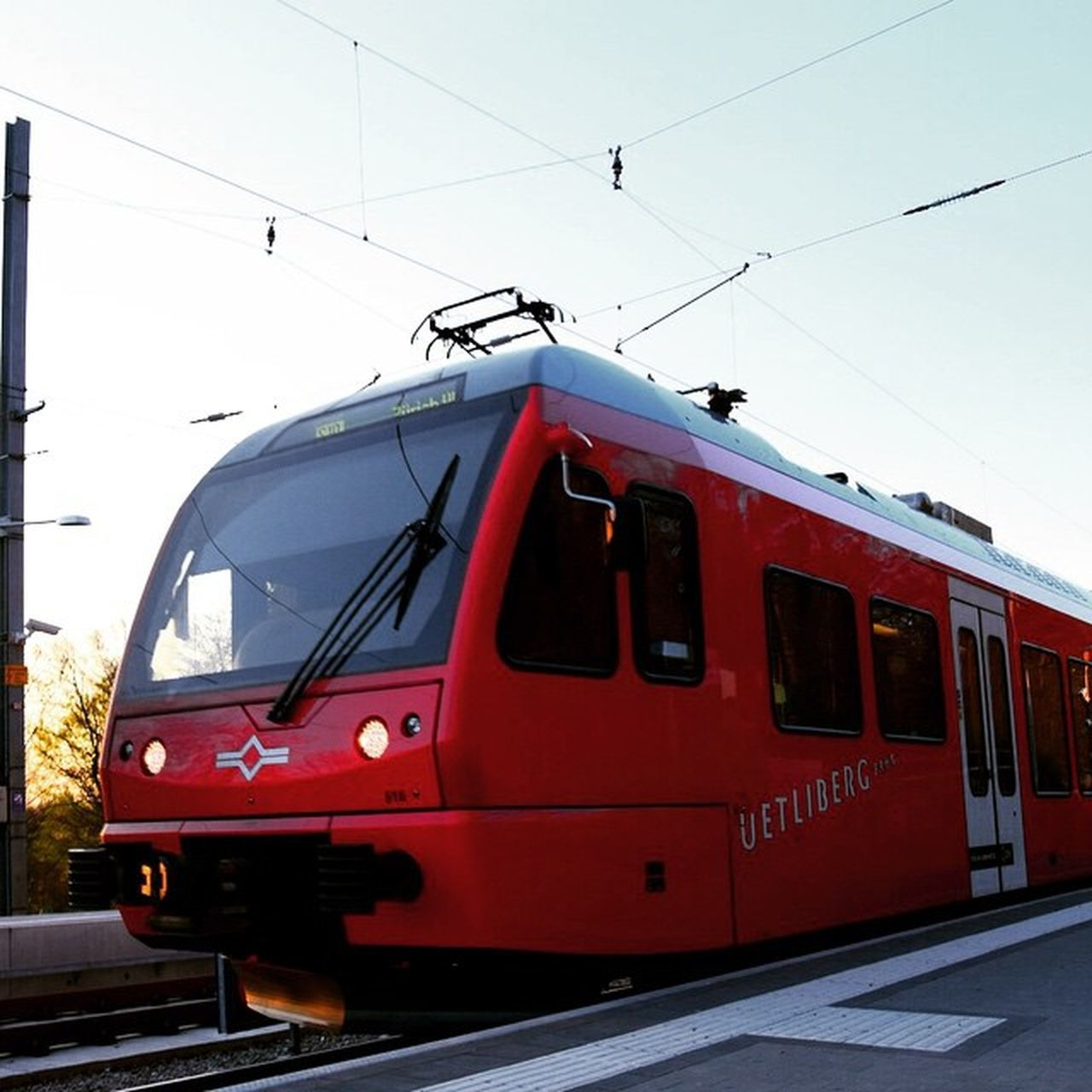 üetliberg Zürich Szu Bahn Utokulm Red Train Switzerland Swiss Sihltal Zug Rot Sunset Strom Energie Electro