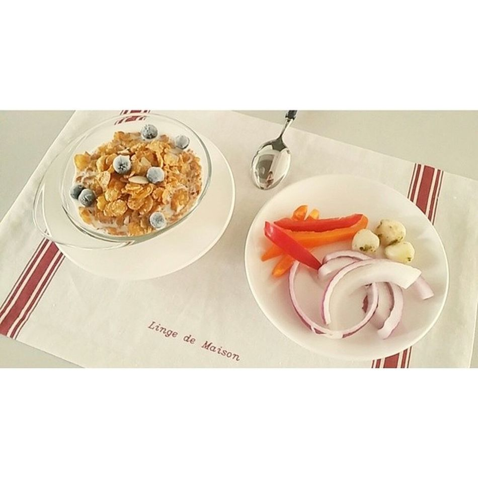 채소, 야채들의 노예. 시리얼 Cerael 건강스타그램 Goodforhealth 블랙베리 blackberry 베리베리 맛있어 그냥 먹을만해 사실 쌩맛 이야 vegetable 양파 마늘한점 파프리카 onion garlic paprika 건강식 먹스타그램 daily 데일리스타그램
