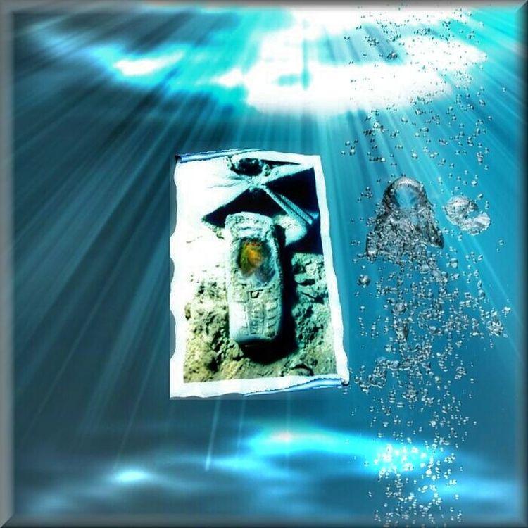 Internet Addiction 😤😁🙌👄 Close-up Arrangement My Commute Funny Pics Adventure Scenics My Favorite Photo Showcase July Blue Internet Et Moi Auto Post Production Filter Underwater Fotomontage