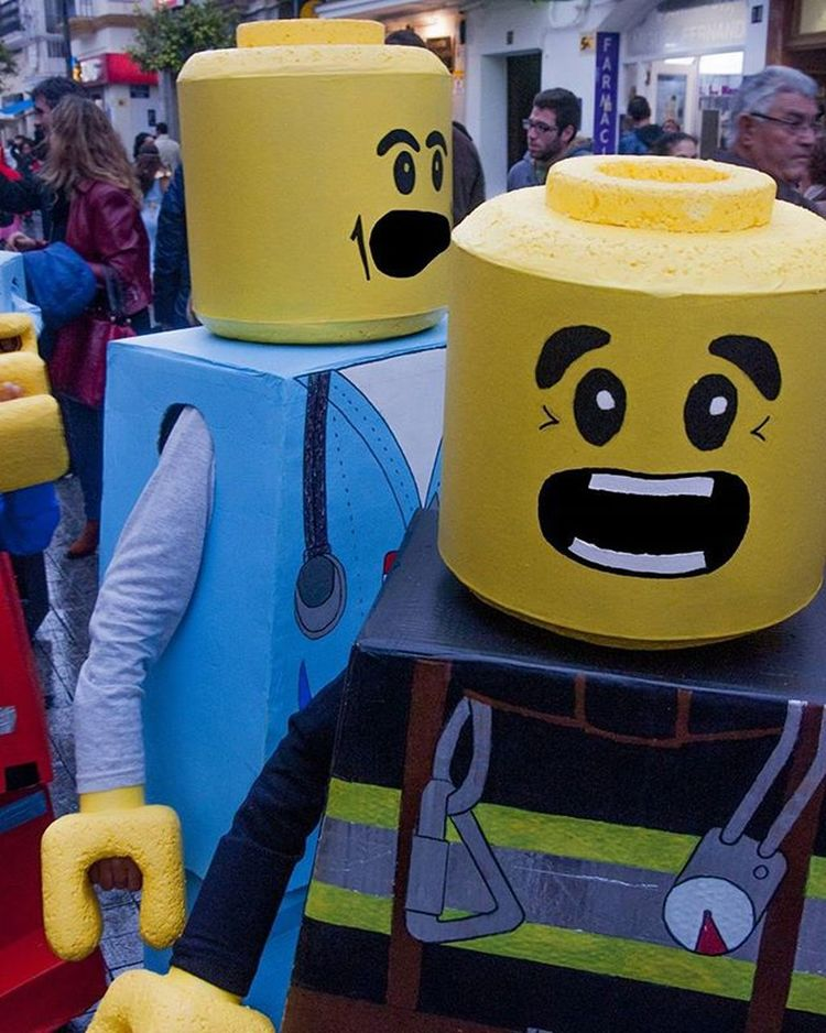Lego Carnaval . . . . . . . . . Carnaval Cadiz Riodejaneiro Carnavales Fiesta Fiestas Partido Partidos  Party Disfraz Traje Costume Artporn Brazil Brasil Riocarnival Brazilian Braziliancarnival Carnival Likeme Like4like Likeforlike Followme Follow4follow Musiclover livelover livemusic compositionkillerz city composition