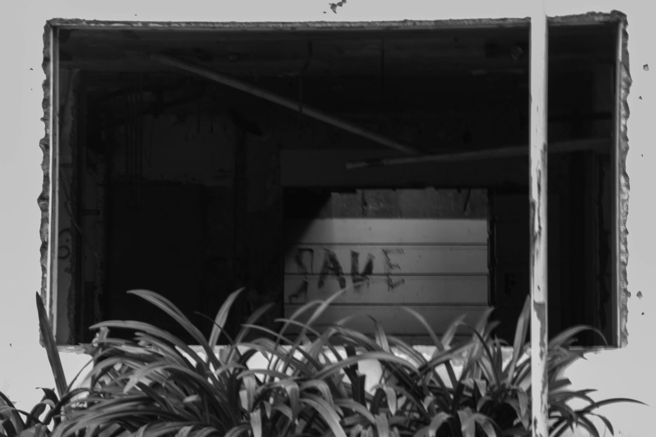 Damaged Built Structure Day Close-up Black&white Photography Black & White Streetphotography Street Photography The Street Photographer - 2017 EyeEm Awards Outdoors