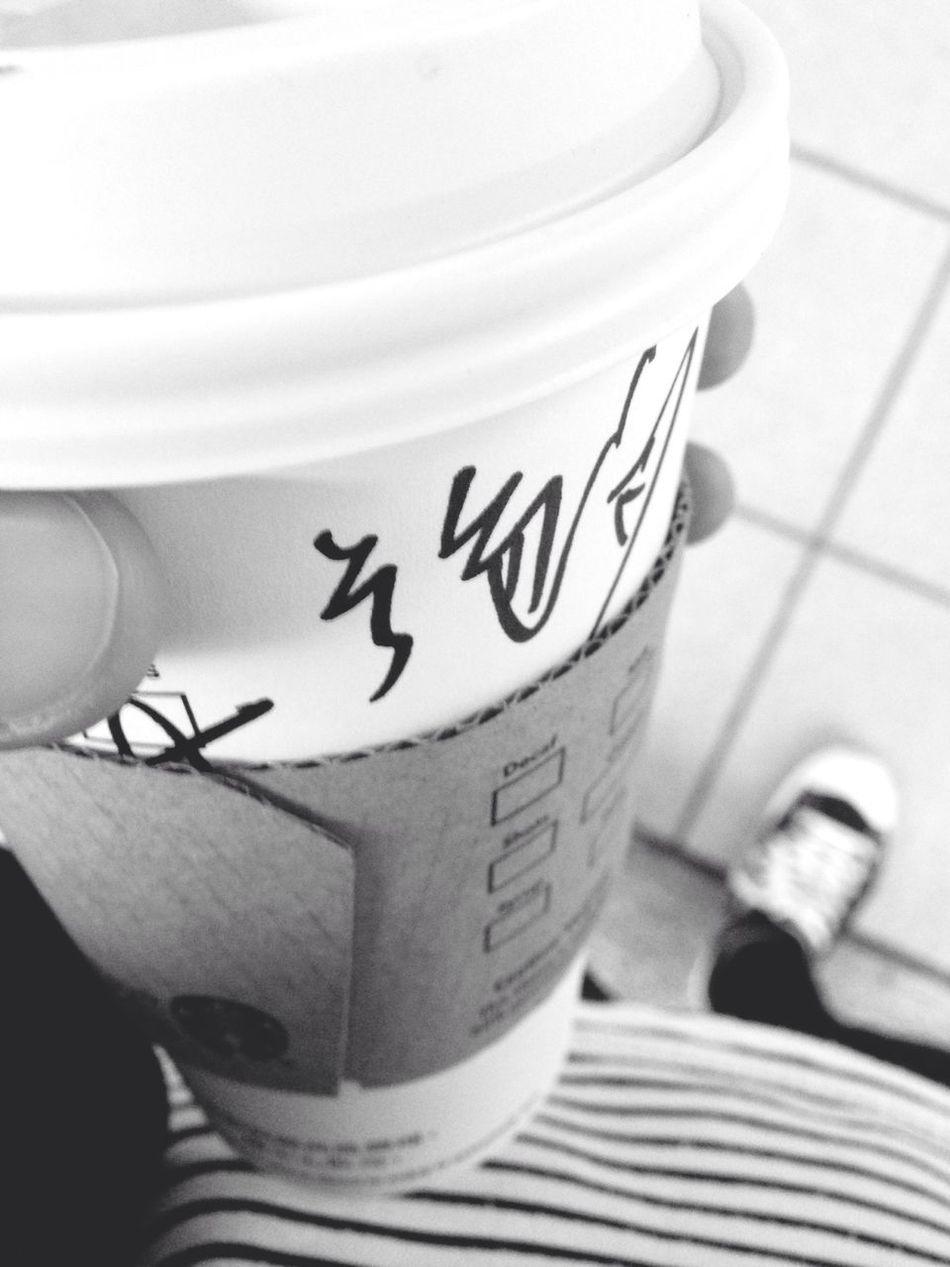 說不累、是騙人的。疲憊的身體帶著愛心回家。 Starbucks Machalatte