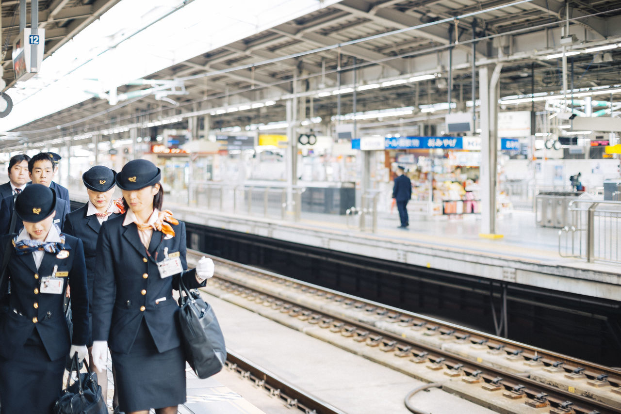 Beautiful stock photos of bahn, real people, railroad station, transportation, railroad station platform