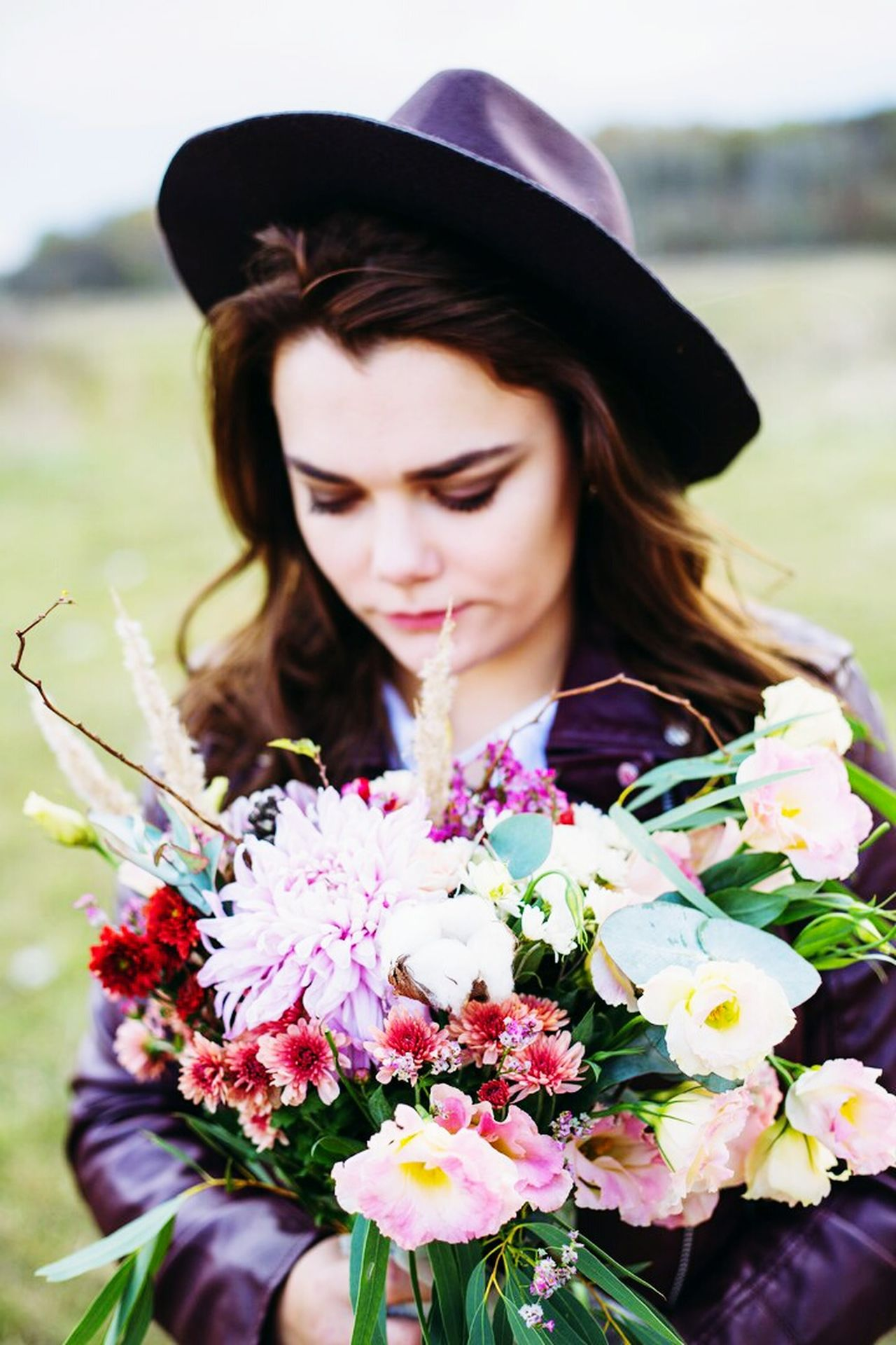 Flower Bouquet Summer Adult Scented One Woman Only Beautiful Woman Rose - Flower Women Flower Head Beautiful People Nature Adults Only Looking Down Beauty Lavender Only Women Blossom Bunch Of Flowers Young Adult