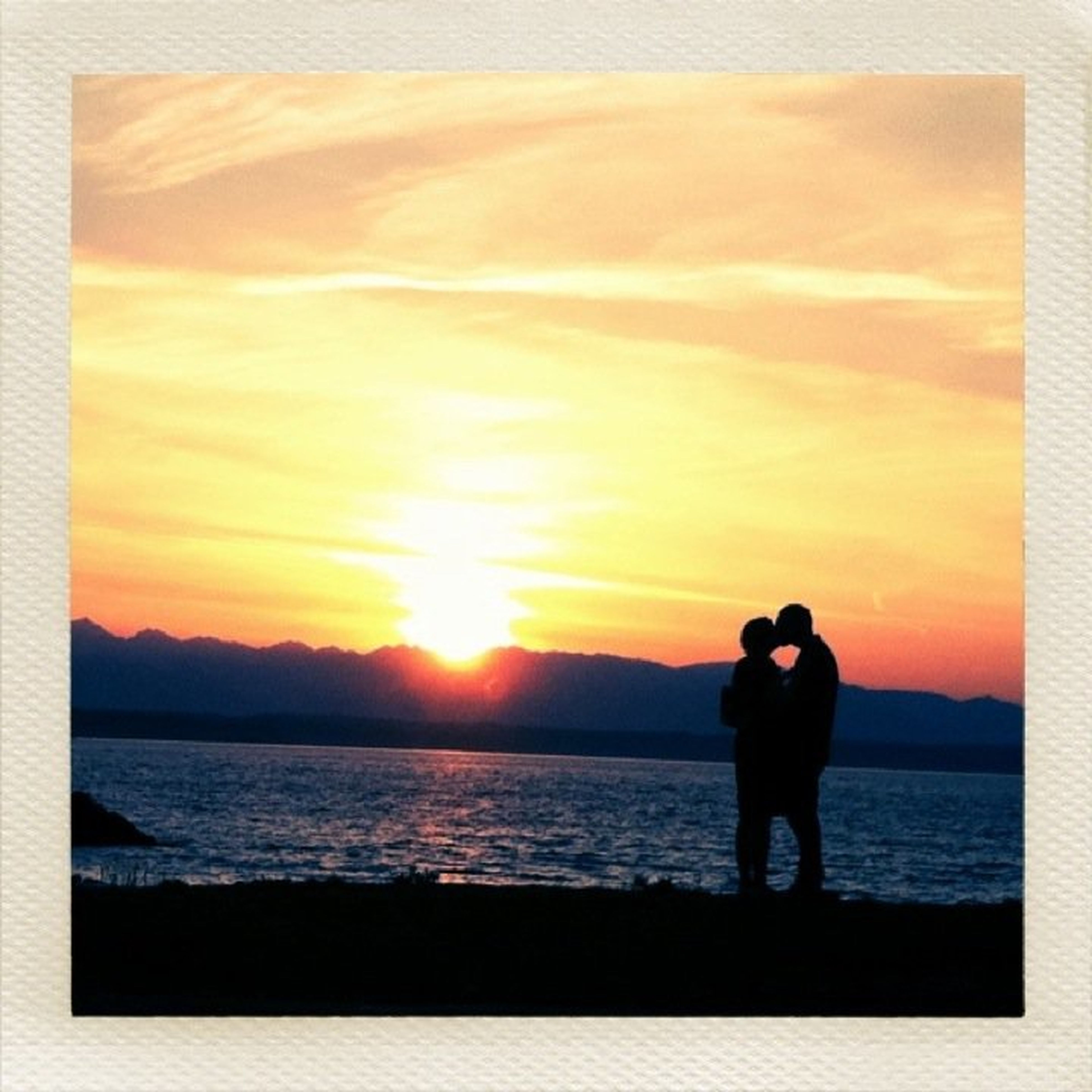 sunset, sea, silhouette, water, orange color, horizon over water, sun, lifestyles, sky, standing, leisure activity, men, beauty in nature, nature, scenics, sunlight, beach, full length