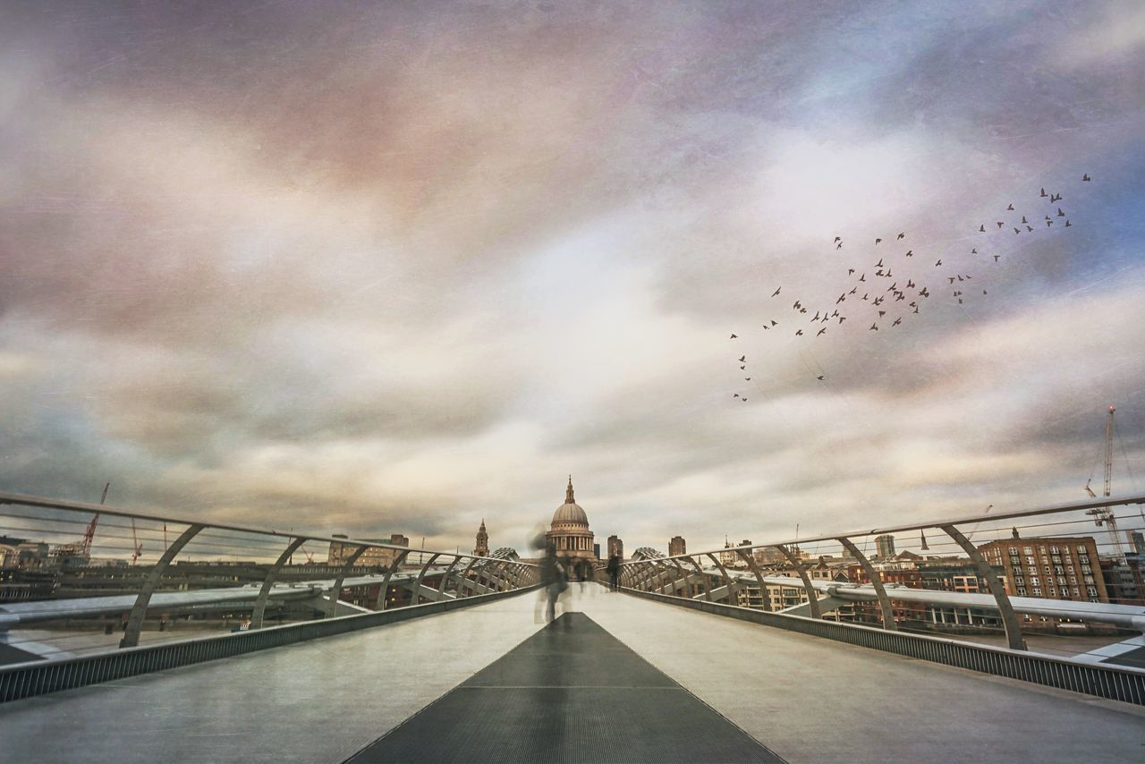 Skyline LDN Cloud - Sky Architecture St Paul's Cathedral Skyline Cityscape London Mextures Skyporn Landscape_photography City Life Millenium Bridge London Streets Streetphotography Built Structure Bridge - Man Made Structure Building Exterior Urban Street Finding New Frontiers Long Exposure