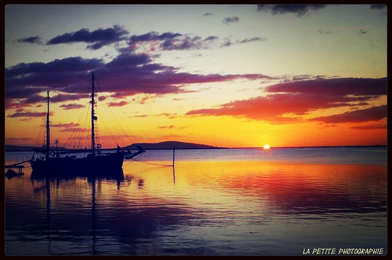 Un lever de soleil a 7h00 du matin au port de marseillan plage. Au fond on peut voir Sète. La petite photographie. Lever De Soleil Marseillan La Petite Photographie