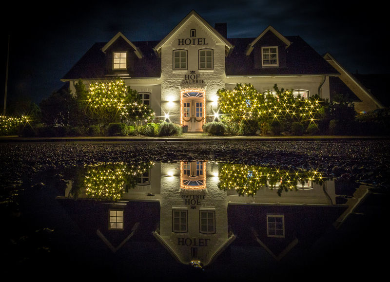 Blendenstern Morsum Pfützenbilder Spiegelung Sylt, Germany Weihnachten Architecture Built Structure Façade Hotel House Night Outdoors Wasser