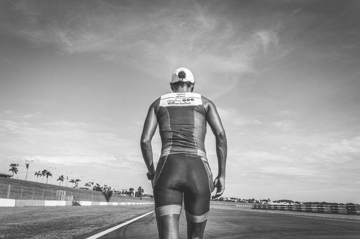 TRIATHLON Transition Triathlete Sports Photography Sports Running Runner Run Racetrack Outdoors Lifestyle Goiânia Eyembrasil Brazil Blackandwhite Welcome To Black Break The Mold