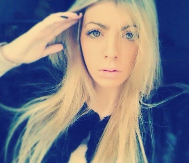 Taking Photos Septum Piercing Blonde Fashionblogger Loca Molesta Vivirmivida Hello World Cmblog