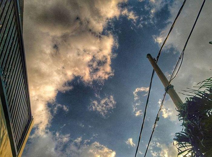 Blue blue sky, fluffy clouds blue and white SubhanAllah Sky Cloud Blueandwhite Photooftheday Petang Langit Awan Nexus5photography Snapseed Scenery Bandarbarubangi HDR